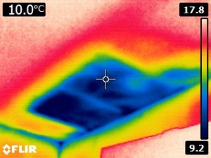 Thermal image shows surface temperature difference in a ceiling indicating missing or low insulation.