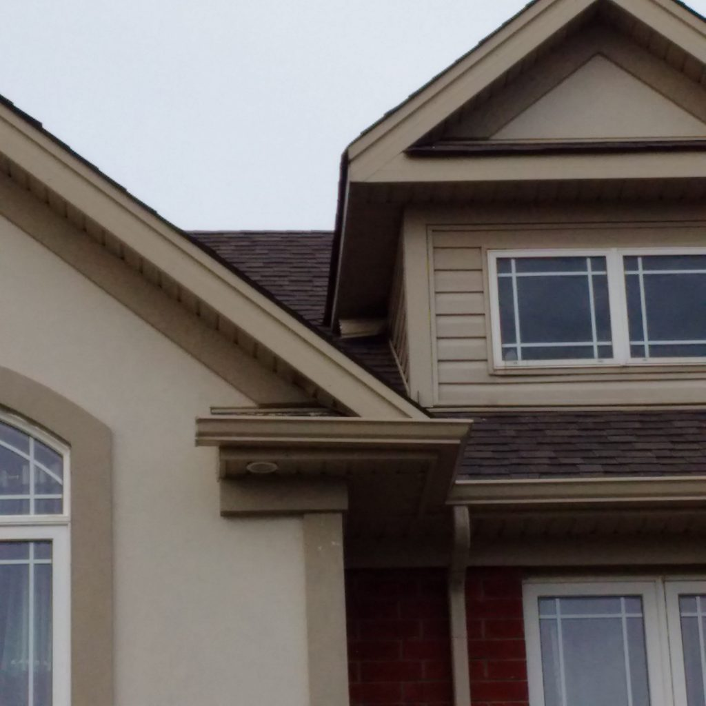 Roof with a Loose Soffit
